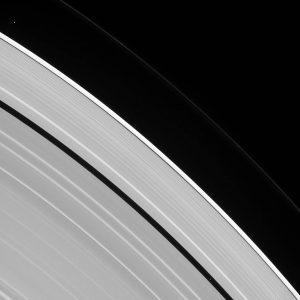 2016.10.04:土星の2つの小さな衛星