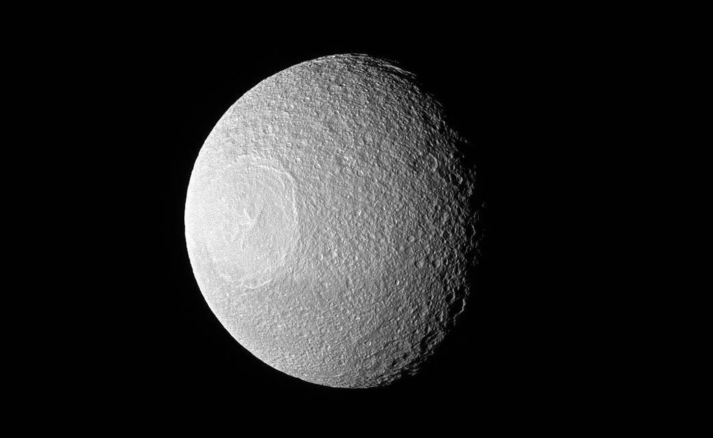 2017.01.24:土星の衛星テティスは目玉に見える?