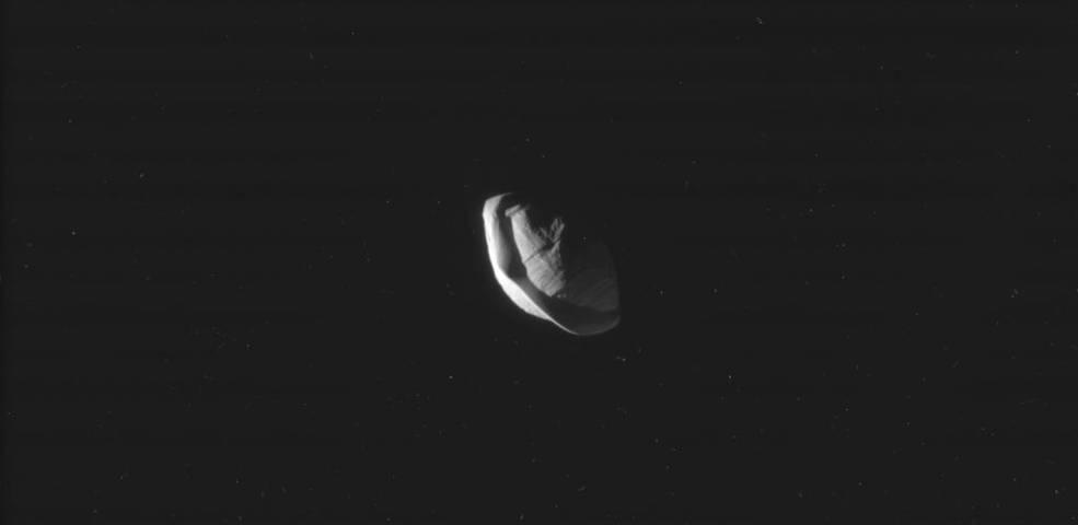 2017.03.10:初めて目にする土星の衛星パンの姿!