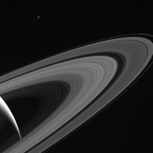 2017.08.23:土星の輻射光で浮かび上がる衛星テティス